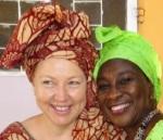 Porträt von Ida und der Autorin in  gambischer Tracht