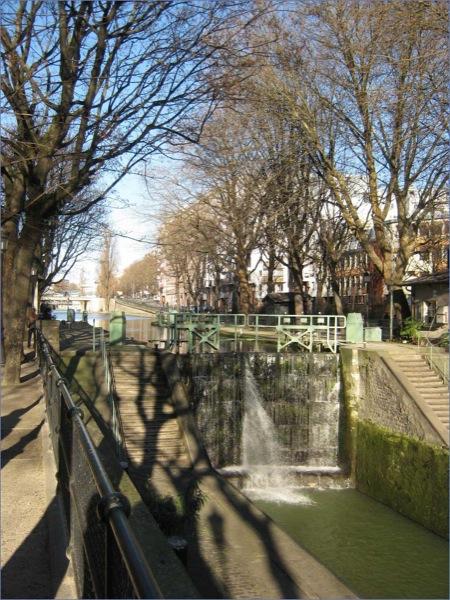 Der Kanal St. Martin im Osten von Paris