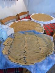In Büyükkonuk kommen handgerollte Makkaroni auf den Tisch