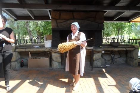 Handgerollt über dem offenen Feuer - der Baumkuchen