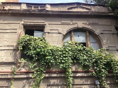 In der Altstadt von Tbilissi gibt es allerhand zu tun, um die prächtigen Gebäude zu erhalten