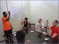 Gebärdensprache auf Tansanisch. Ein interessantes Lernprogramm für hörende und gehörlose Gäste