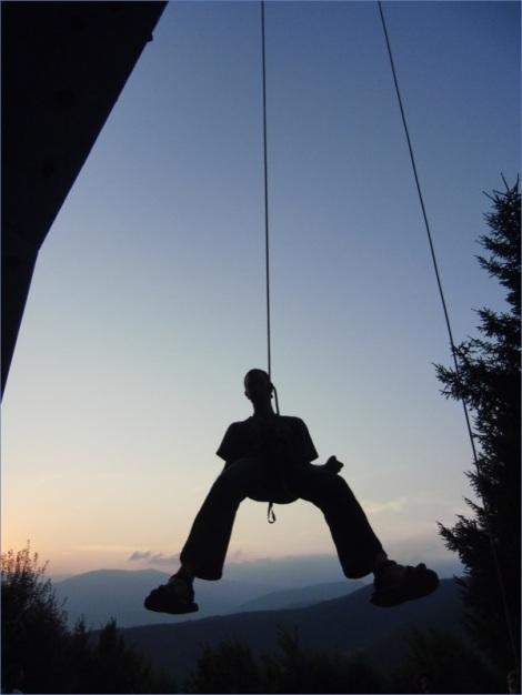 Die Gebirgswelt in und um Bosnien-Herzegowina bietet hervorragende Kletterbedingungen - beim Sportclub Scorpio kann man in der riesigen Kletterwand die Grundlagen für sichere Touren lernen (Foto: M. Bauer)