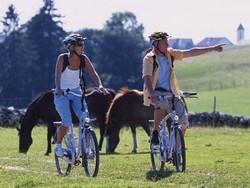 Mit dem E-Bike durch die UNESCO-Biosphäre Entlebuch in der Schweiz