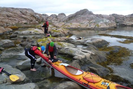 Westschweden ist ein Paradies für Freunde des See-Kajaks. Beim Anlanden kommt man manchmal ganz schön ins Schwitzen